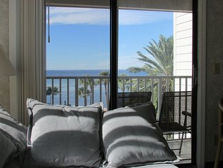 2BR/2BA condo, directly on Tampa Bay's Waters