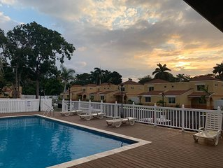 Palm Breeze Cottage -GATED COMMUNITY, Pool, Beach Access, HipStrip, NEAR AIRPORT