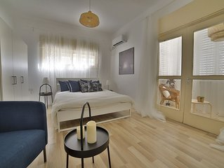 Luxury Apartment in Tel Aviv. A big bedroom Gordon 20 Apartment 4