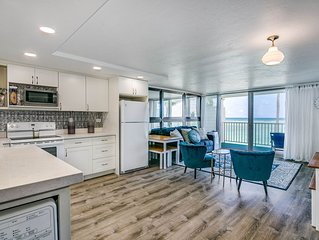 Luxury Condo on the Beach w/ AIR CONDITIONING! Sleeps up to 9