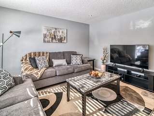 Stylish & Modern Home by Nose Hill Park & Sleeps 10!