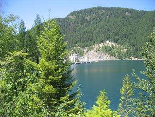 Glacier National Park- 40 minutes away! No crowds on beautiful Flathead Lake