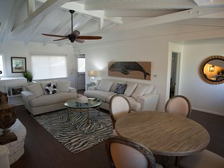 Luxury+Mins to Beach-WiFi, W/D, Smart TV's, A/C, FP, BBQ, Private Yard & Parking