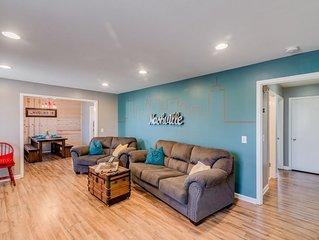 Renovated 3BR/2BA, 6 Beds, Porch Bar & Hot Tub!