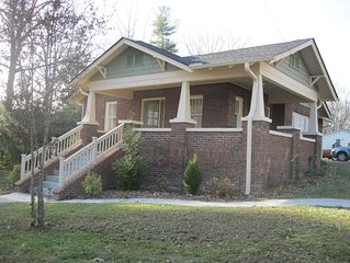 Relaxing brick Bungalow between Flat Rock and Hendersonville