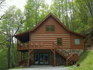 Secluded Log Cabin Pet Friendly!