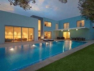 Luxurious Villa with fenced swimming pool in Caesarea's Golf neighbourhood