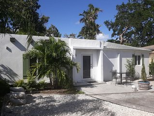 Secluded Escape Sleeps 4 - Historic Miami Area
