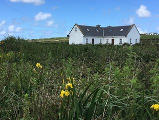 Escape to the West Coast of Ireland - cozy, comfortable cottage in Mayo!