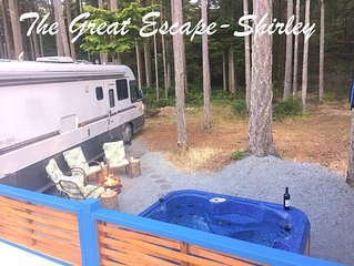Stay at The Great Escape Shirley - with secluded Hot Tub