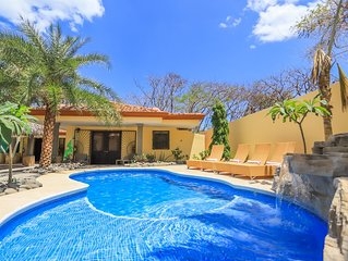 Casa Surf, 30 second walk to beach, private pool!