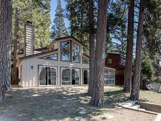 Best Beach Bungalow! Lakeside home with private dock