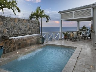 'On The Rocks' Private Villa, Pool , directly on waterfront cove, Generator,