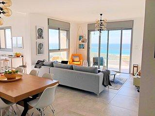 Romantic Ocean View haven Walk to Beach. 7 min-Tel-Aviv Ctr, perfect location