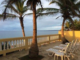 Sandy Beach Villa - Spectacular and beautiful setting on the beach