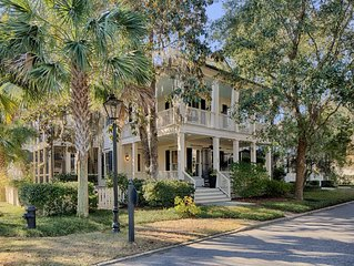 'Azalea Oaks' Village Home Near Chapel, Inn w/Porches, 2 Bike, Golf, Guest House