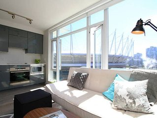 Bright City View - Walk Everywhere with Luxurous Rooftop Deck and pet friendly