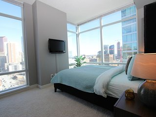 Sheer Perfection Downtown STAMPEDE FIREWORKS VIEW *Free Parking* Sleeps 4!
