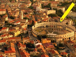 Awesome apartment across Roman Amphitheater + green summer terrace.FREE PARKING