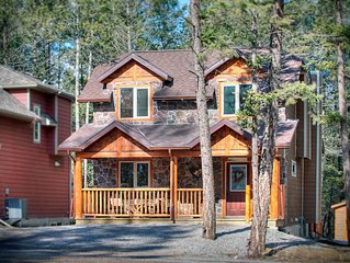 Black Bear Cottage - Stay 3 nights Pay 2** - Radium Hot Springs pool passes incl