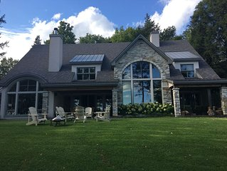 Magnificent Country House on Brome lake with jacuzzi.