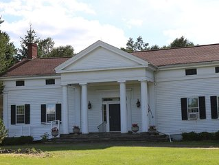 1819 House & Cottage Sleeps 26 ! Just 2 miles to Dreams Park!