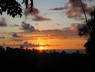 Fantastic Ocean Sunset view A/C in gated estate & new wifi