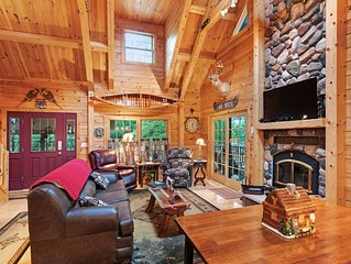 Quaint lakefront cabin w/ indoor & outdoor fireplace, private dock - dogs OK!