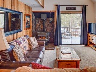 TurnKey - '23 Elm' - Charming Sunriver Cottage w/ Hot Tub & SHARC Passes