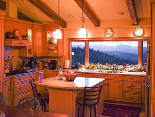 New Listing, Lvly private home with incredible canyon views Sierra wine country