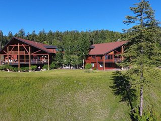14,229sqft Estate on 8ac w/ 4100sqft Guest home TikiBar HotTub Overlooking GNP!