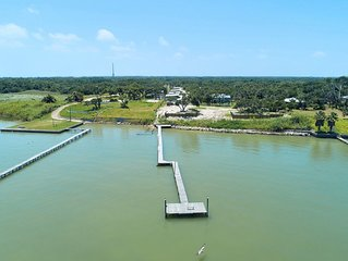 3 bedroom 2 bath nestled in the oak trees right on Copano Bay! Private Pier!