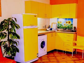 Natalie House. Yellow, Stylish, bright apartment at the city Center