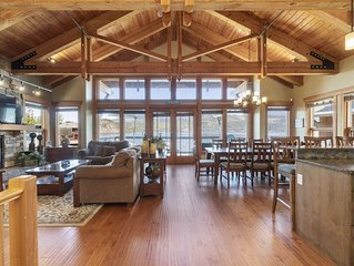 Lakefront Shuswap Lodge -  Perfect for large groups!