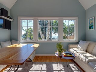Alder Cottage * Oceanside Lodge-5 Acres, Ocean Views, Pacific Bluff & Hot Tub