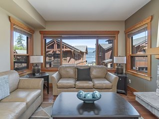 Spacious lodge steps away from the Shuswap Lake