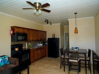 Salt Life - 1 bed, 1 bath with golf cart. 1 minute to the beach