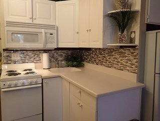 2 Bd/2 Bth Lakeview Twnhouse Close to All Parks-Best Location!