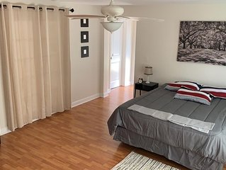 Your Home Away From Home 8mins To The Beaches! 3bedroom and 2bathrooms