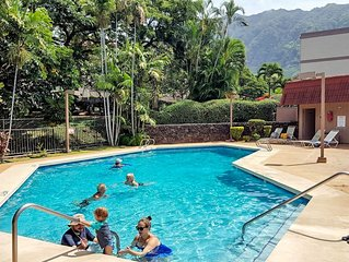 Makaha condo w/ shared pool, hot tub, & furnished balcony - one mile from beach
