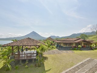 Wide Luxury Home with Pool & Jacuzzi access & Amazing Volcano and Lake views