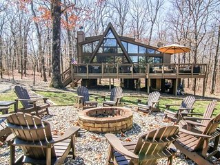Rustic relaxing! 3 bedrooms, 2 fire pits and 2 docks with the perfect view!