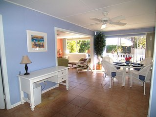 5 STAR, Pet Friendly, Sunny,Private Cottage with Old Florida Charn Mins to Beach