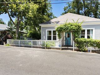 UPSCALE CHARMING COTTAGE - IT'S A GROOVY PAD -  1 BLOCK TO DWNTWN  PLACERVILLE