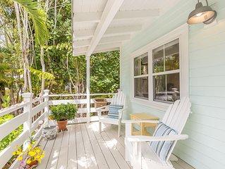 Sanibel Island Cottage w/ Lanai, Gourmet Kitchen, Outdoor Shower, Near Beach