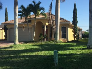 Beautiful 3BR Vacation Home with Heated Pool - Naples Park