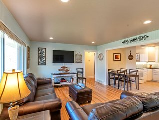 Beautifully remodeled home near skiing and 10 minutes to Denver!