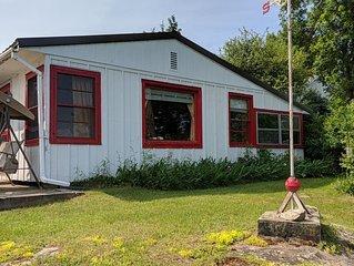 St. Lawrence River Cottage 2 Near Thousand Islands Bridge
