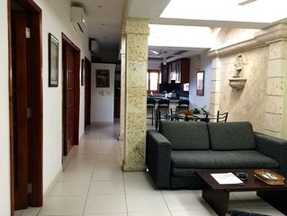 Two Bedroom Apt in the Center of the Walled City - AC, hot H20, Broadband Wifi