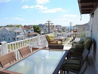 Amazing Full Floor Condo One Block from the Beach; Offstreet Parking!